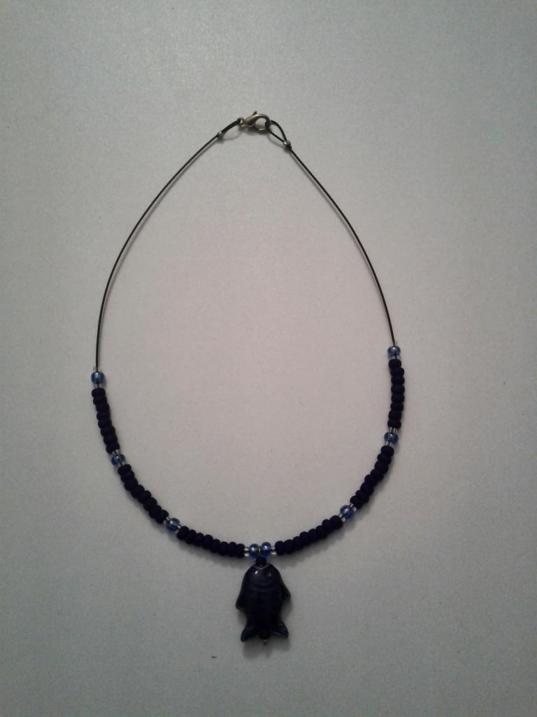 DIV009 - collier noir avec poisson - 4 euro